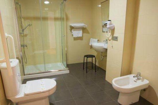 Hotel Via Norte: Baño