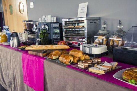 Hotel Via Norte: Buffet de desayunos