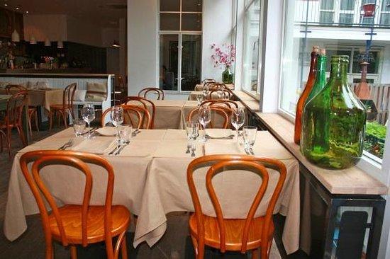 Quartier du Port : Mooi gedekte tafels