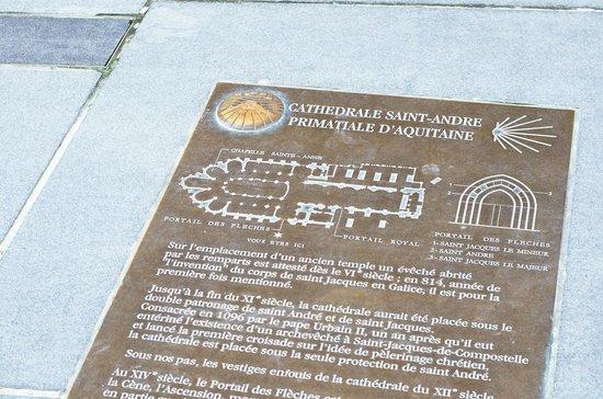 St. Andre Cathedral (Cathedrale Saint-Andre): Табличка на входе