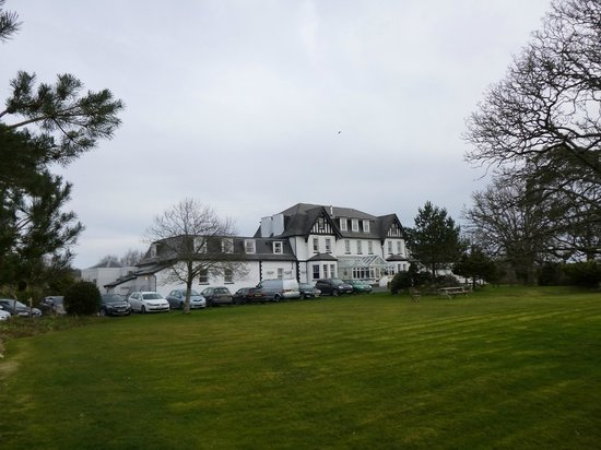 Ilsington Country House Hotel: View from the front garden