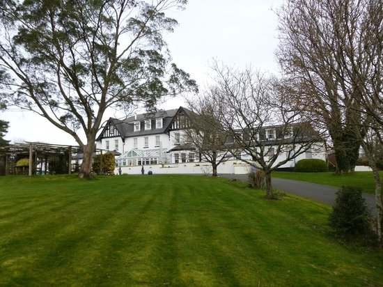 Ilsington Country House Hotel and Spa: Front drive
