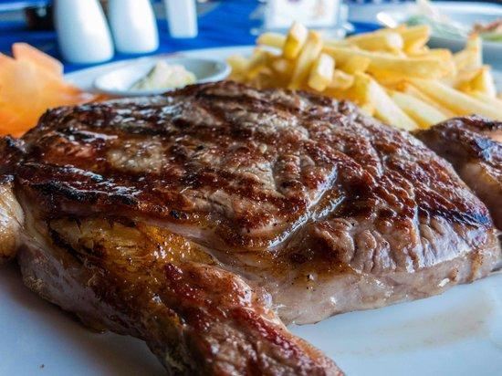 Hemingway's Bistrot: Juicy steak mhmmmm