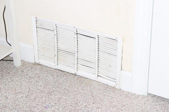 Ocean Villa Condos: dirty vent