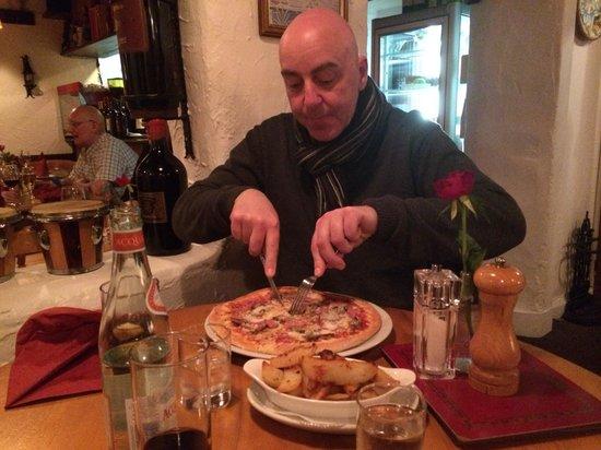 Villa Positano: Loving the pizza!