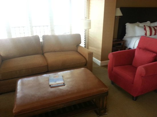 Portola Hotel & Spa at Monterey Bay: Comfortable couches