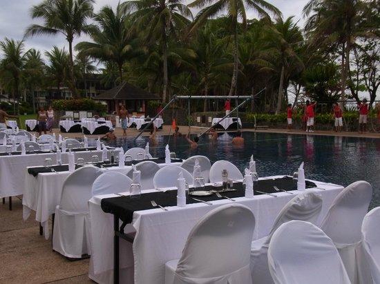 Club Med Bintan Island : プールサイドでのディナー!