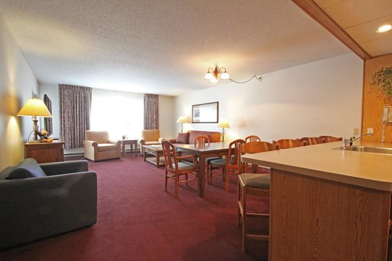 Fireside Inn & Suites at Lake Winnipesaukee: King Suite