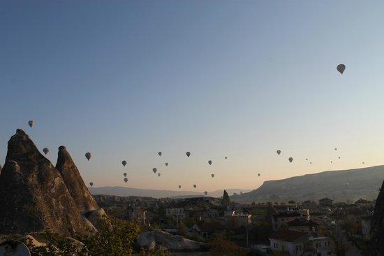 Dream Cave Hotel: vista do terraço para os balões