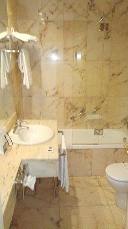 Hotel de Londres y de Inglaterra: Baño hab. 611