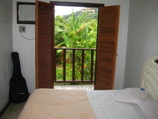 Pousada Alcobara: Vista da porta de entrada do quarto para varanda