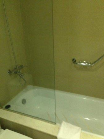 After Hotel Montevideo: Banheiro da Suite