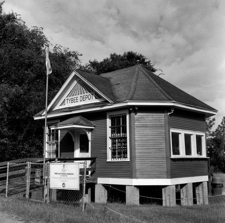 Old Fort Jackson: ticket booth: an old depot