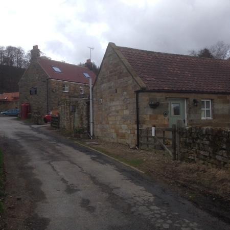Feversham Arms Inn: Feversham Inn and Cottage