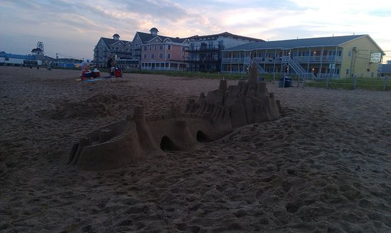 Green Dolphin Motel: sweet sand castle!!