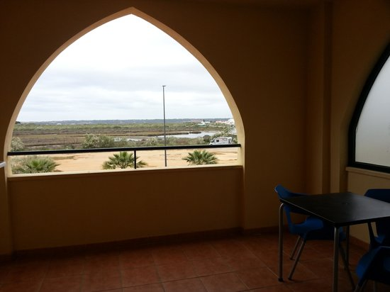 Apartamentos Playamarina: terraza apartamentos playa marina