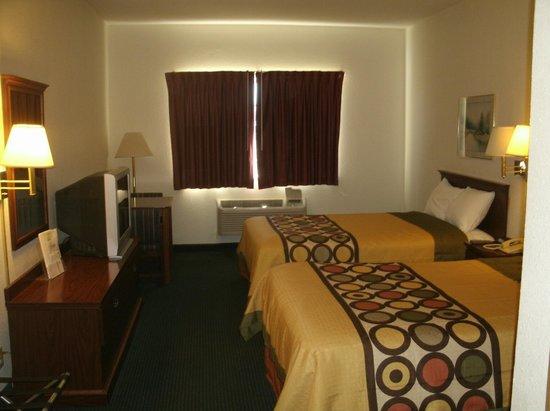 Super 8 Platte City Kansas City Area: 2 dbl bed