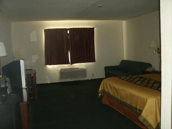Super 8 Platte City Kansas City Area: king room