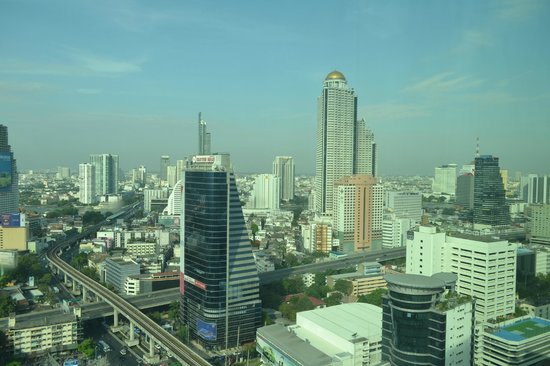 Eastin Grand Hotel Sathorn: View from the room.one can see the hangover movie property from thr room.
