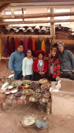 Adventure Peru Path: visiting the most interesting weaving center in the Sacred Valley to Machupicchu