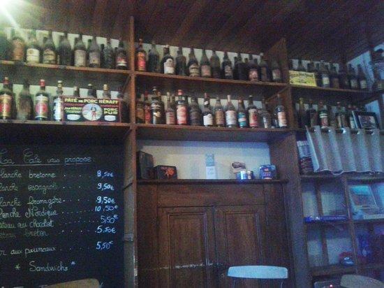 Cafe de la cale: les fameuses bouteilles d'apéritifs