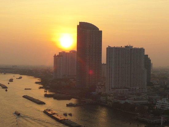 Chatrium Hotel Riverside Bangkok : Sunset from Balcony