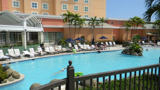 Embassy Suites by Hilton San Juan Hotel & Casino: The pool area was wonderful