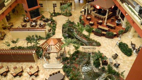 Embassy Suites by Hilton San Juan Hotel & Casino: Hotel interior