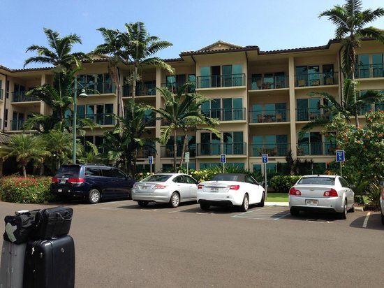 Waipouli Beach Resort: Parking lot view