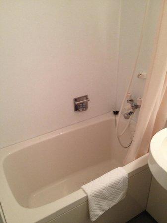 Ueno Touganeya Hotel: The bath tub