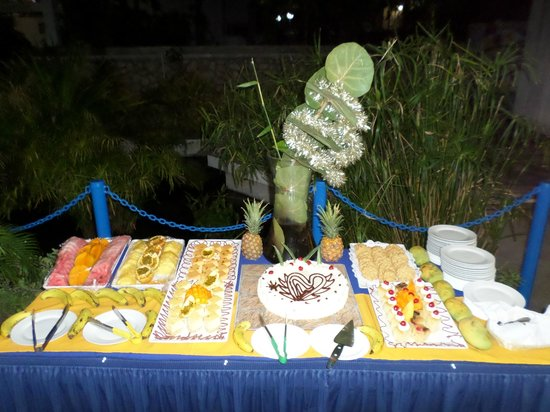 Kaliko Beach Club All-Inclusive Resort: Just a sample of the wonderful deserts served