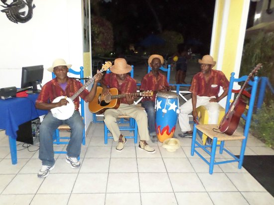 Kaliko Beach Club All-Inclusive Resort : The wonderful band that entertained us during our meals