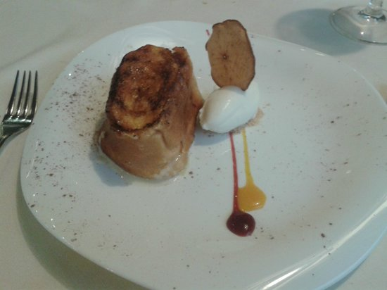 Restaurante Zuria: tosta del zuria con helado de queso