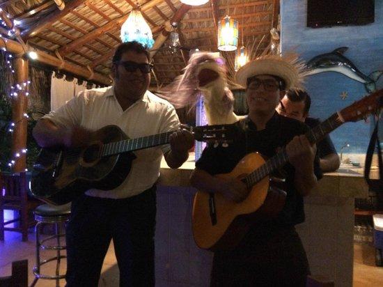 Las Mariscadas: impromptu trio