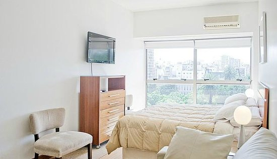 Callao Plaza Suites: front - Park view