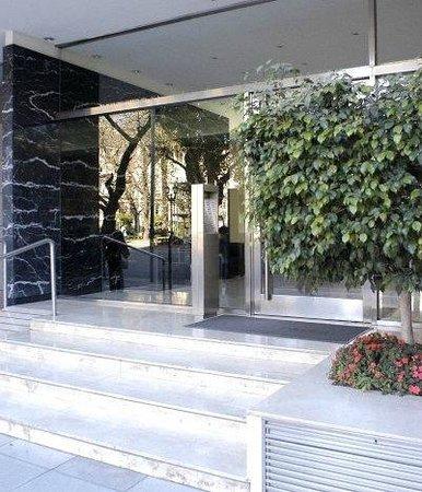 Callao Plaza Suites: main door