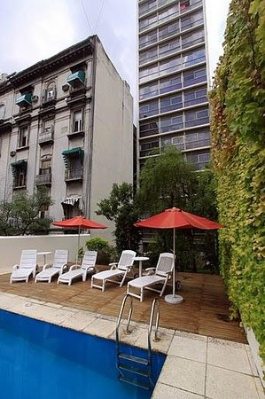 Callao Plaza Suites: pool and garden