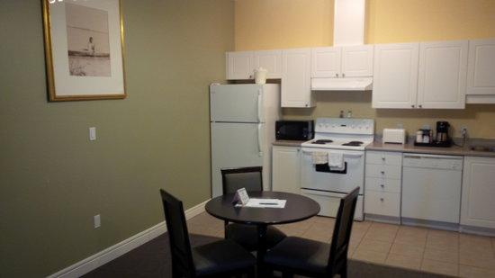Stanton Suites Hotel: Full Kitchen