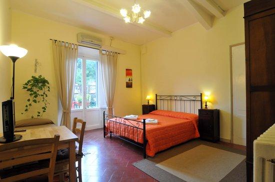 B&B Le Terrazze : camera matrimoniale o tripla con accesso alla terrazza