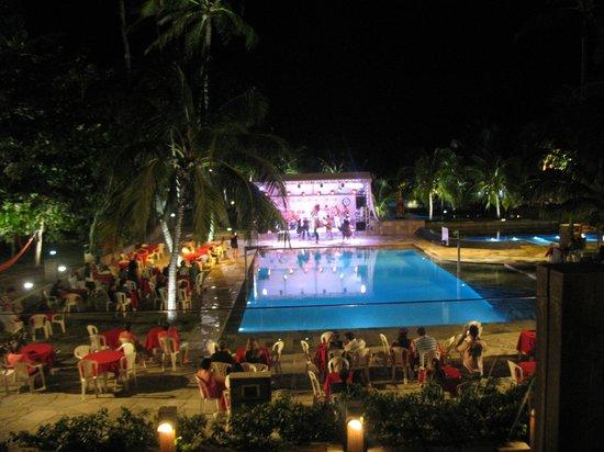 Village Porto de Galinhas: Músicas e danças típicas na área da piscina