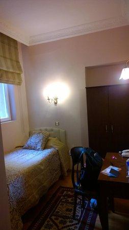 Uyan Hotel: Single bed room, 201
