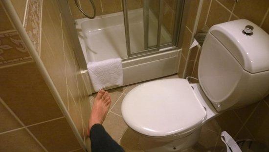 Uyan Hotel: Bathroom