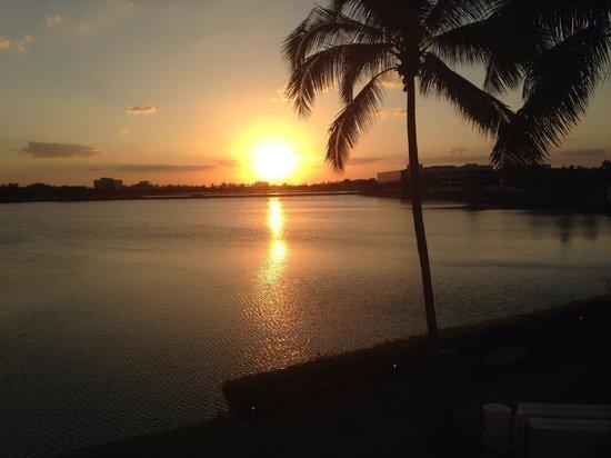 PULLMAN Miami Airport hotel: Por do Sol - Blue Lagoon