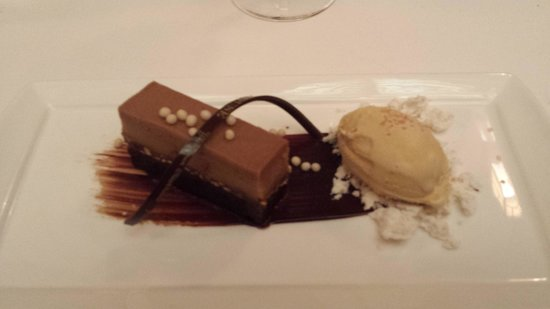Yachtsman Steakhouse: Chocolate Cake