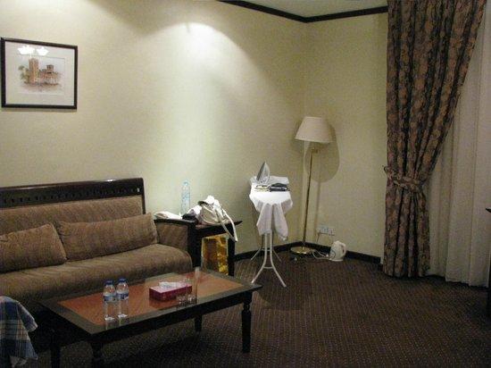 Imperial Suites Hotel: доску гладильную и утюг, чайник дали
