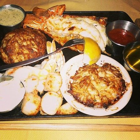 Frederick, MD: Broiled Seafood Platter
