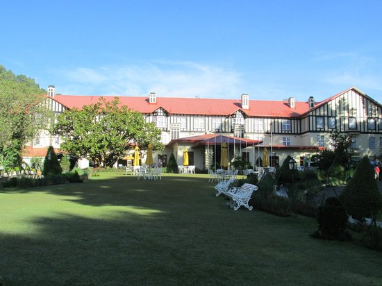 The Grand Hotel: Hotel which has lovely surrounding gardens