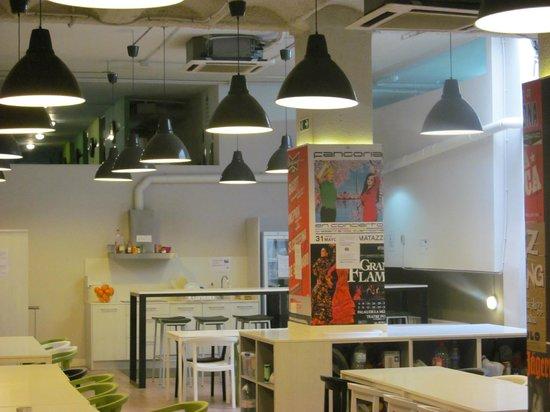 Hola Hostal Eixample : Cozinha / sala comum