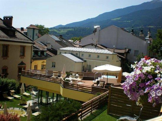Alpine City Wellness Hotel Dominik : Giardino e terrazzo hotel