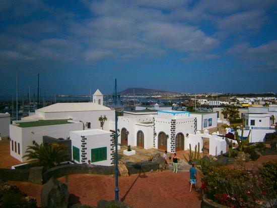 Gran Castillo Tagoro Family & Fun Playa Blanca: out side hotel